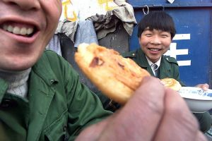 19991124-CHINA-LABOUR-MEAL.jpg